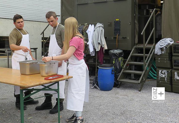 Vom Truppenkoch zum Küchenchef – die Schweizer Armee kocht am GIBZ
