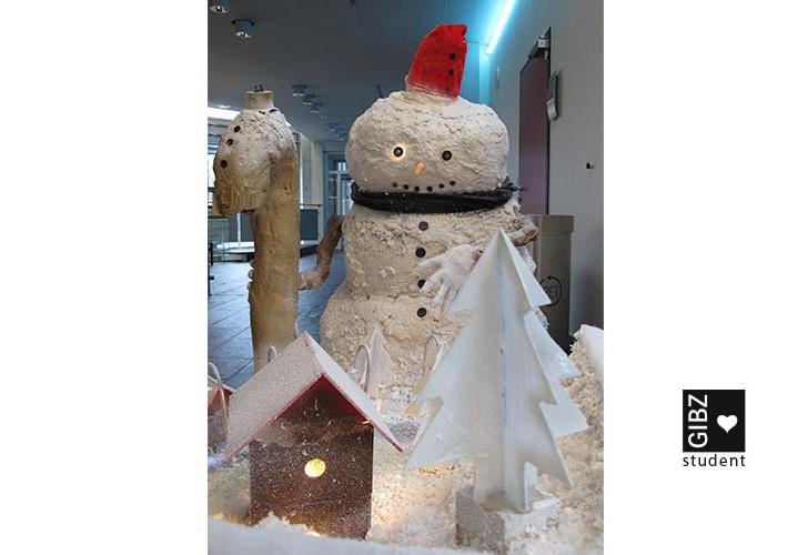 Weihnachtsdekoration im GIBZ