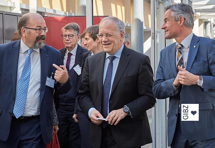 Am Sonntag in China – am Montag im GIBZ: Bundespräsident J. Schneider-Ammann informierte sich in Zug