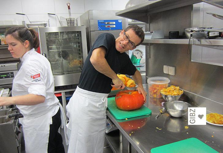 ABU-Lehrer in der Küche