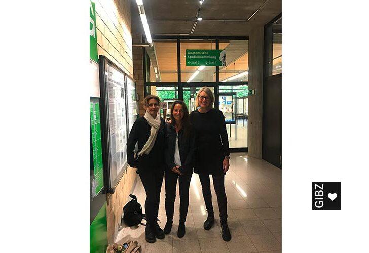 Drei Zuger FaGe-Klassen reisen nach Zürich…