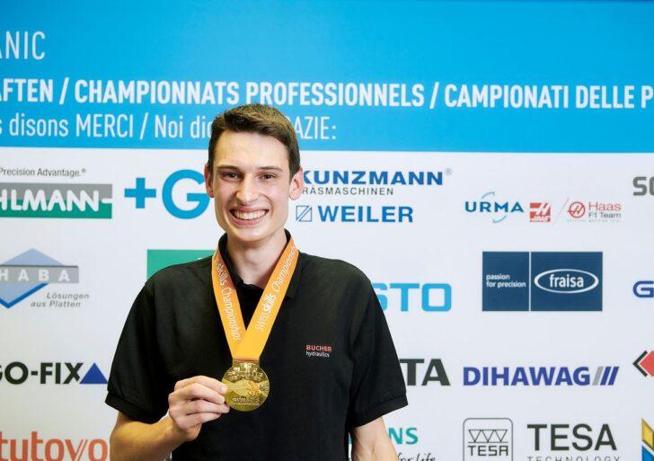 """Für einmal """"Good News"""" – Ivo Müller Ex-Polymechaniker-Lernender am GIBZ gewinnt bei den SwissSkills 2020"""