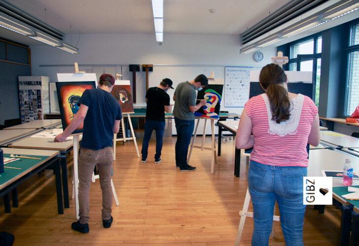 Selbstportraits in Acryl – Malworkshop der Klassen ZFA2 A und B