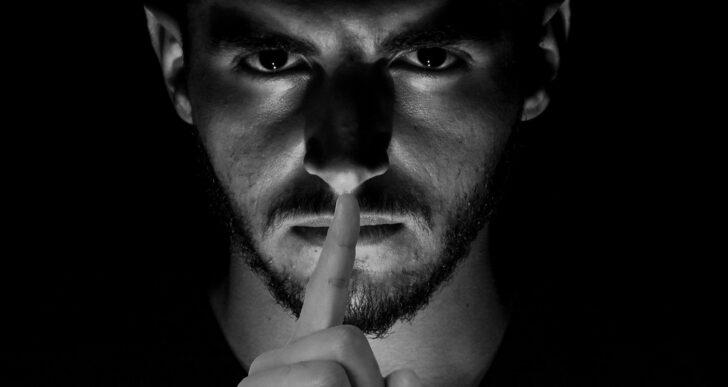 Die grosse Macht von Verschwörungstheorien & wie man sie erkennt